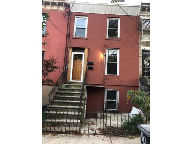 3 BR,  3.00 BTH  Brownstone style home in Jersey City
