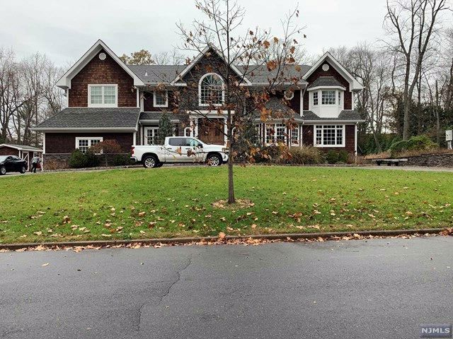 5 BR,  5.00 BTH  Colonial style home in Old Tappan