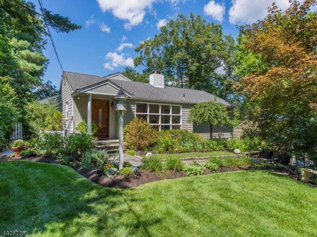 3 BR,  2.50 BTH Ranch style home in North Caldwell