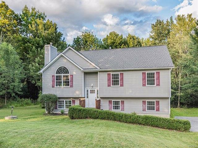 4 BR,  3.00 BTH Raised ranch style home in Middletown