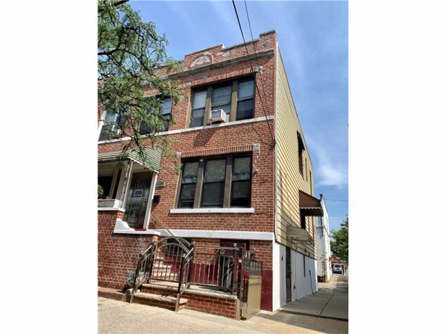 7 BR,  3.00 BTH Multi-family style home in Dyker Heights