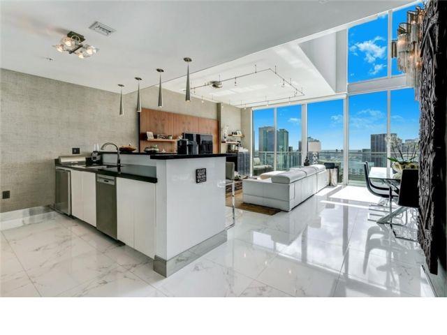 3 BR,  3.50 BTH Condo style home in Miami