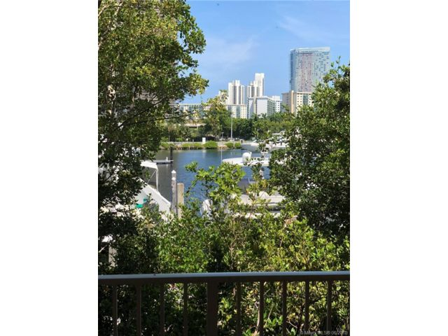 2 BR,  2.00 BTH Apartment style home in Aventura