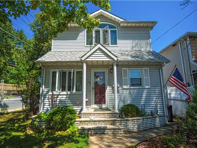 3 BR,  3.00 BTH Single family style home in Grant City