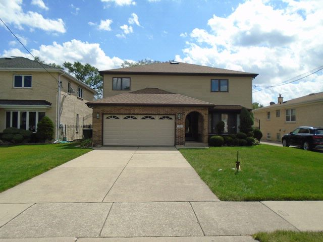 5 BR,  4.00 BTH Colonial style home in Niles