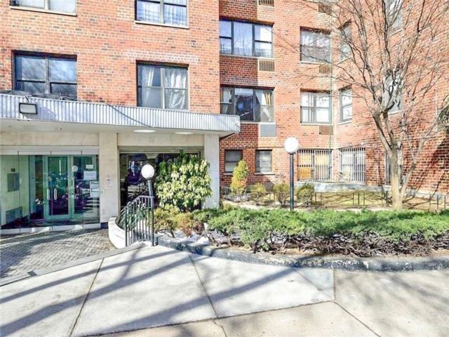 2 BR,  2.00 BTH Co-op style home in Kensington