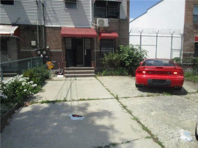 5 BR,  2.00 BTH  Single family style home in Coney Island