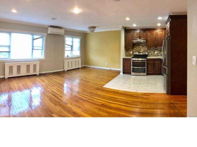 2 BR,  1.00 BTH  Apartment style home in Flushing