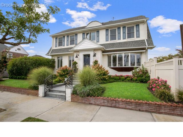 4 BR,  3.55 BTH Colonial style home in Neponsit
