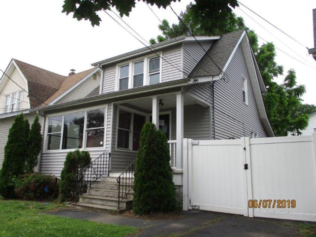 2 BR,  2.50 BTH  Colonial style home in Union