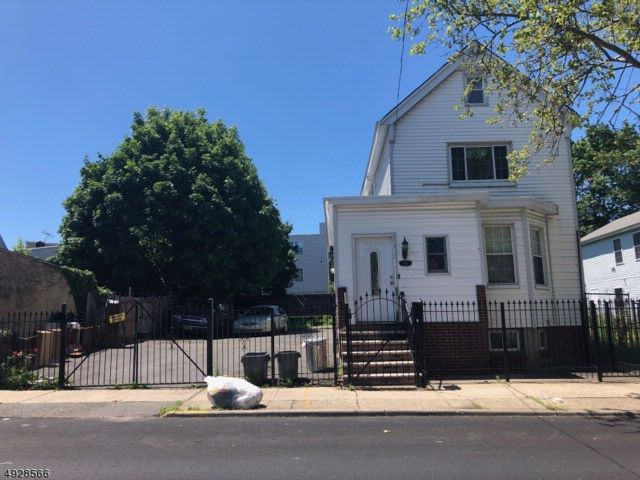2 BR,  2.00 BTH Colonial style home in Newark