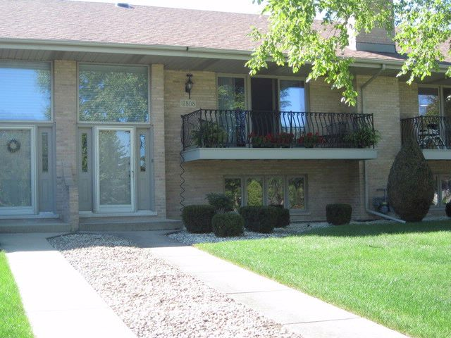 2 BR,  2.50 BTH Condo style home in Orland Park