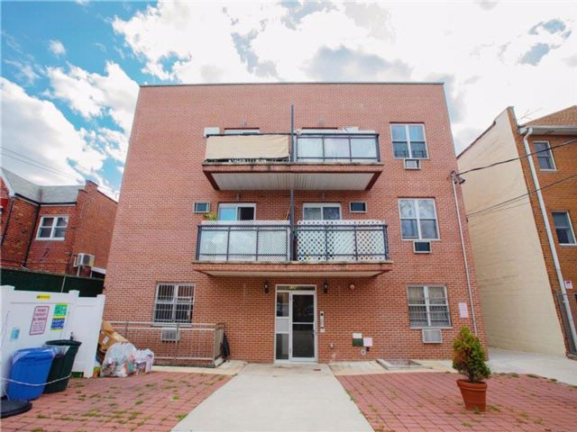 3 BR,  2.00 BTH Condominium style home in Dyker Heights