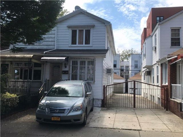 4 BR,  2.00 BTH  Multi-family style home in Gravesend