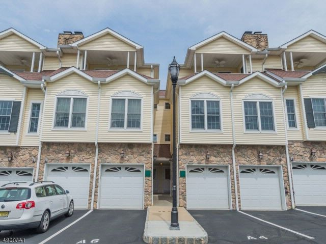 2 BR,  2.50 BTH Townhouse-inter style home in North Caldwell