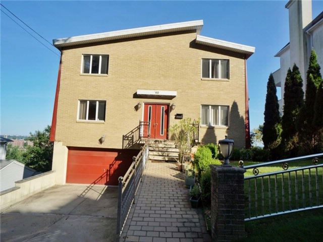 5 BR,  3.00 BTH Single family style home in Grymes Hill