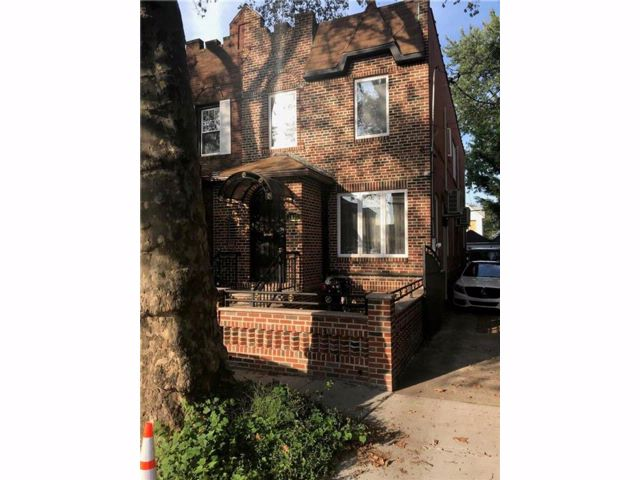 4 BR,  4.00 BTH Single family style home in Marine Park