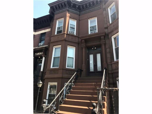 4 BR,  3.00 BTH Multi-family style home in Sunset Park