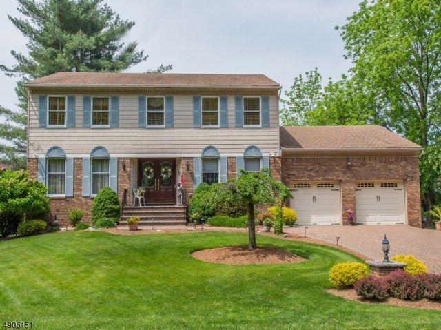 4 BR,  2.50 BTH Custom home style home in Fairfield
