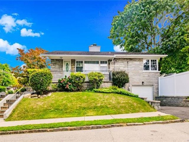 2 BR,  1.50 BTH Ranch style home in Yonkers