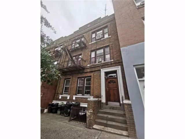 12 BR,  6.00 BTH Multi-family style home in Sunset Park
