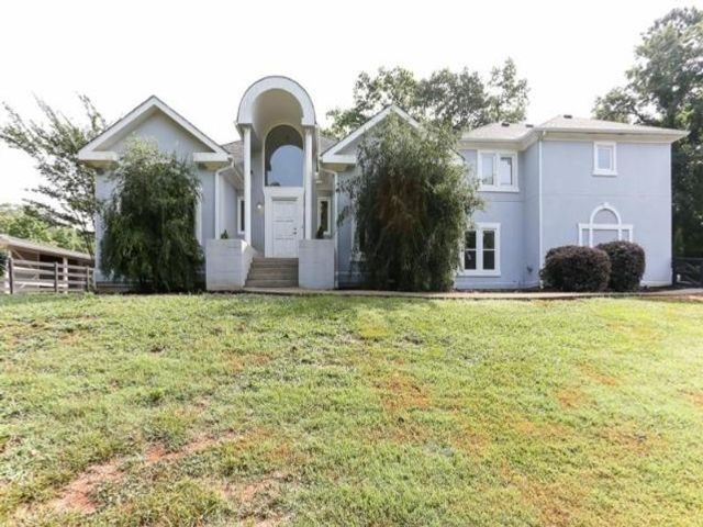 Lot <b>Size:</b> 5.5 Land style home in Roswell