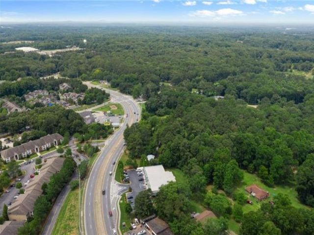 Lot <b>Size:</b> 6.99 Land style home in Acworth