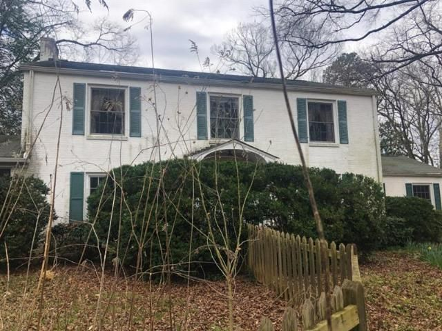 Lot <b>Size:</b> 2.95 Land style home in Atlanta