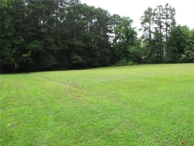 Lot <b>Size:</b> 5.79 Land style home in Acworth