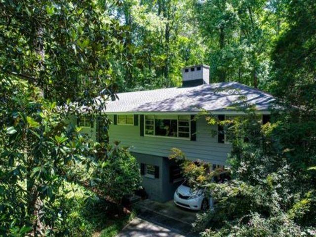 Lot <b>Size:</b> 2.15 Land style home in Atlanta