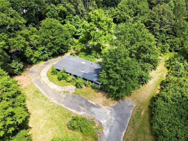 Lot <b>Size:</b> 4.92 Land style home in Cumming