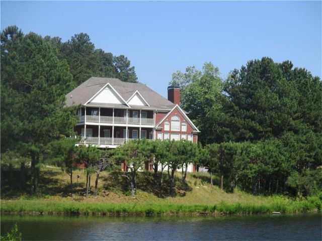 Lot <b>Size:</b> 17.6 Land style home in Buford