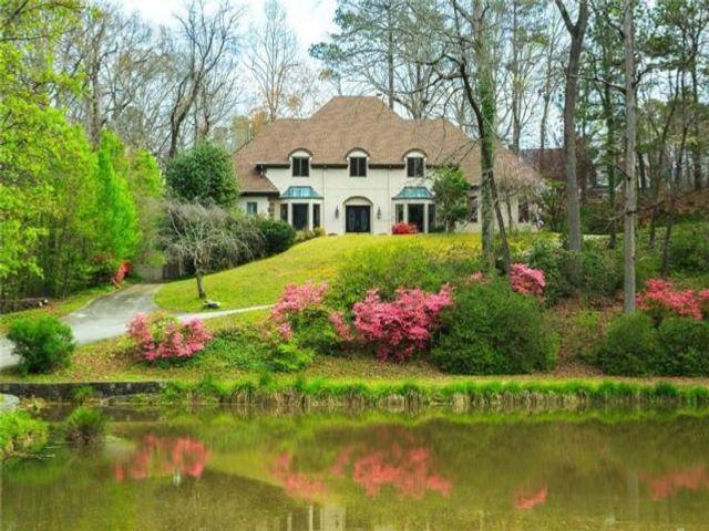Lot <b>Size:</b> 4.02 Land style home in Atlanta