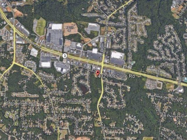 Lot <b>Size:</b> 7.4 Land style home in Acworth