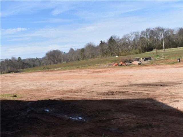 Lot <b>Size:</b> 200 Land style home in Greensboro