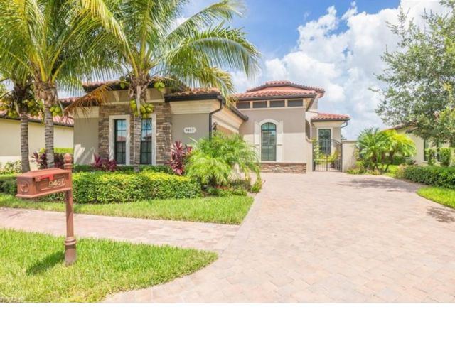 3 BR,  3.55 BTH Contemporary style home in Naples