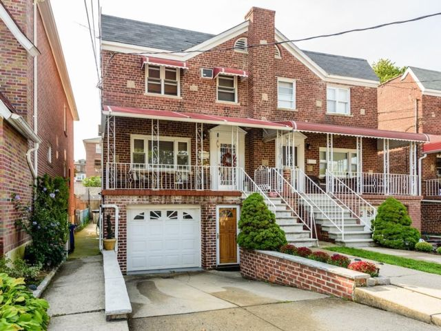 3 BR,  3.55 BTH Colonial style home in Bronx