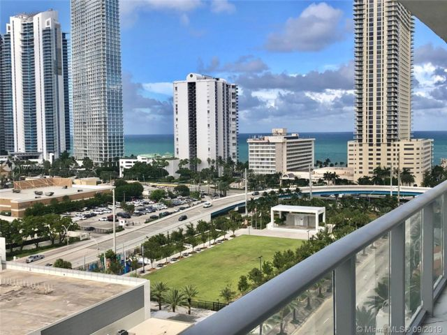 2 BR,  3.00 BTH Apartment style home in Sunny Isles Beach