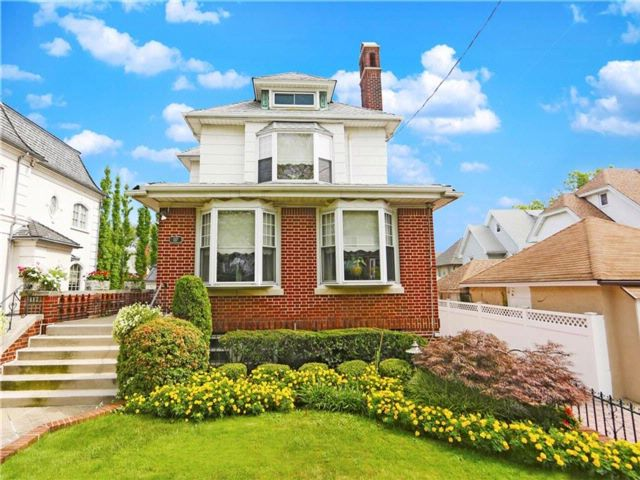 6 BR,  5.00 BTH  Single family style home in Bay Ridge