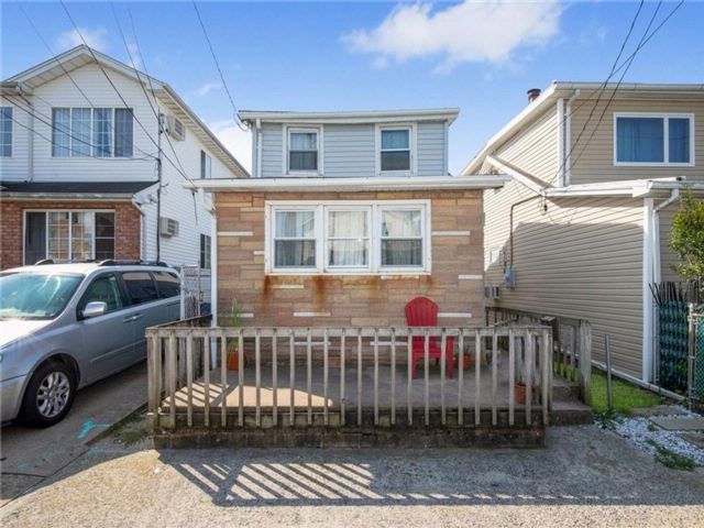 2 BR,  1.00 BTH Single family style home in Arverne
