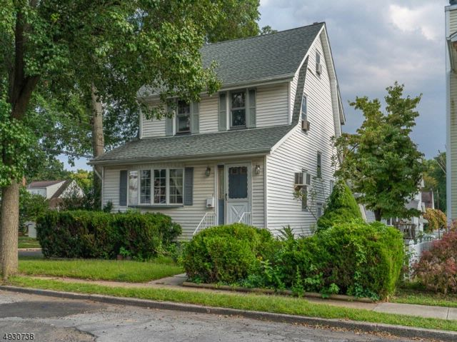 4 BR,  2.00 BTH  Colonial style home in Union