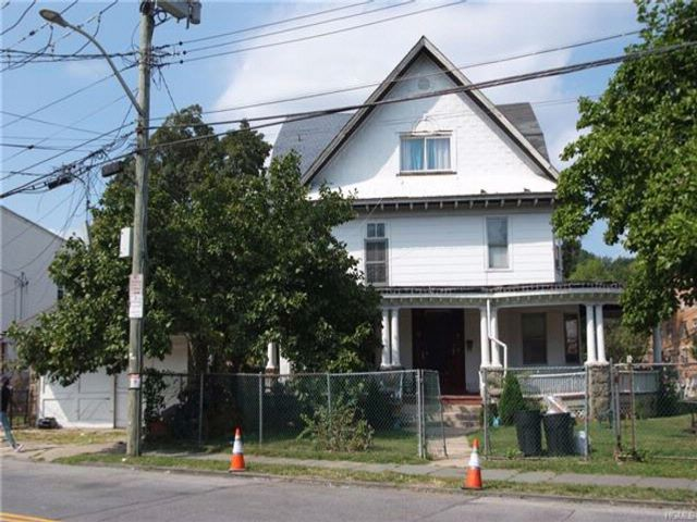 13 BR,  5.00 BTH Colonial style home in Yonkers