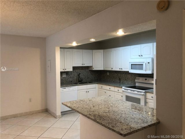 3 BR,  2.00 BTH  Apartment style home in Aventura