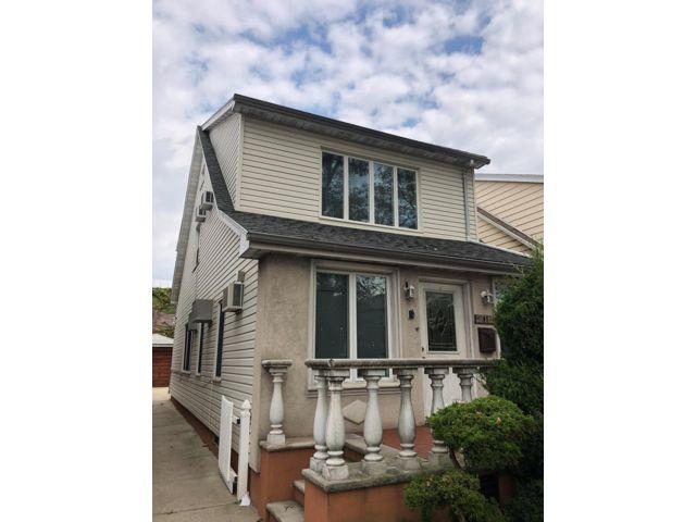 3 BR,  1.50 BTH Duplex style home in Bensonhurst