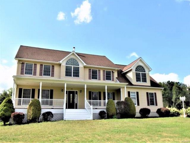 4 BR,  3.00 BTH  Colonial style home in Goshen Town