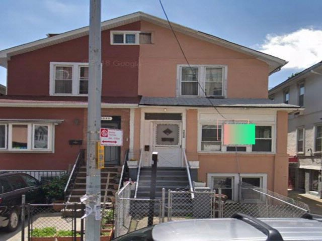 6 BR,  3.00 BTH  Multi-family style home in Brighton Beach