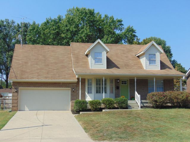 3 BR,  2.00 BTH  Cape style home in Louisville