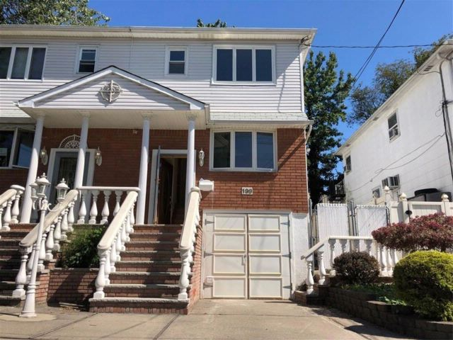 3 BR,  3.00 BTH Single family style home in Bay Terrace