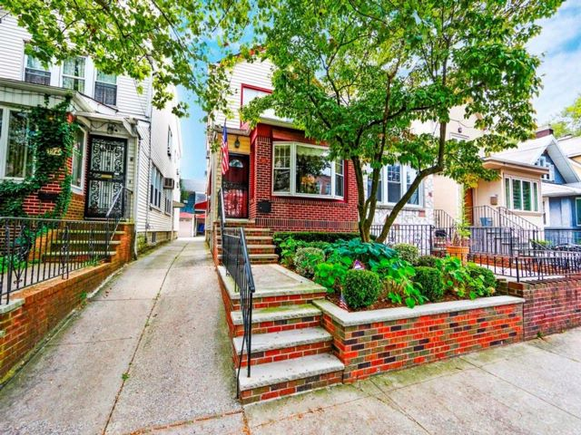 3 BR,  1.50 BTH  Single family style home in Bay Ridge