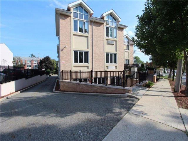 Studio,  0.00 BTH Office style home in New Dorp